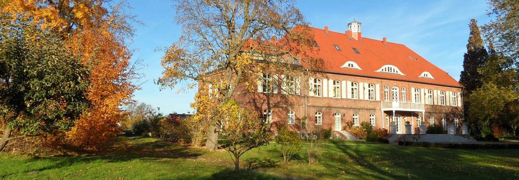 Außenansicht vom Schloss Pütnitz
